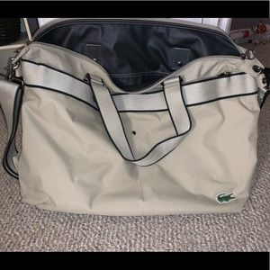 i'm selling a lacoste bag.
